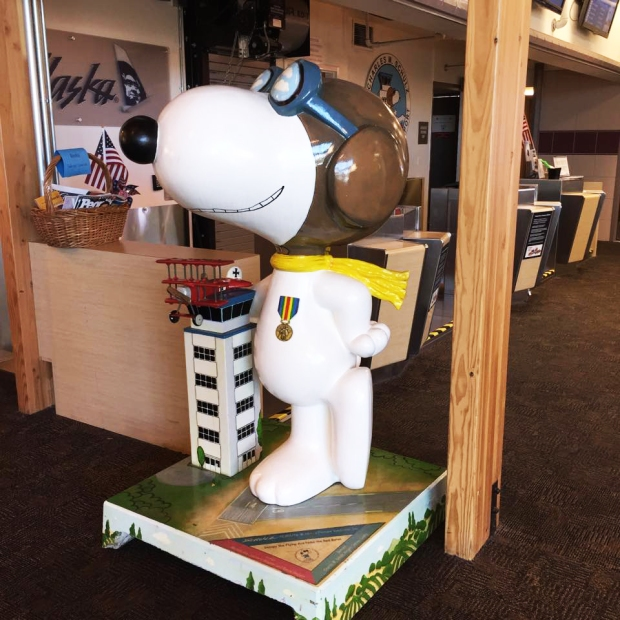 snoopy-statue-sts-sonoma-county-airport-shulz-charles-m